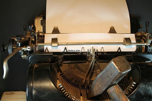 typewriter-3617317_640